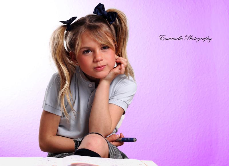 fotos profesional para book de foto, niña vestida para ir al colegio