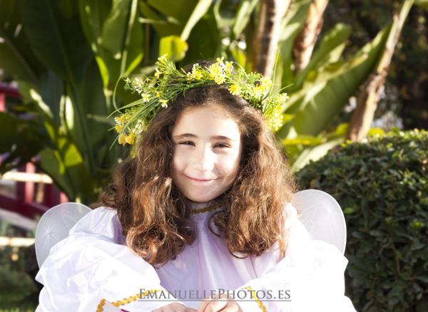 Fotografía de niña vestida de ángel