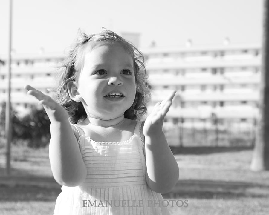 Primer plano en blanco y negro, foto de book para niño en málaga