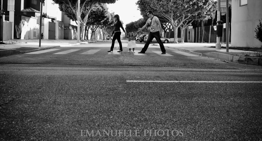 Foto book original cruzando la carretera en málaga