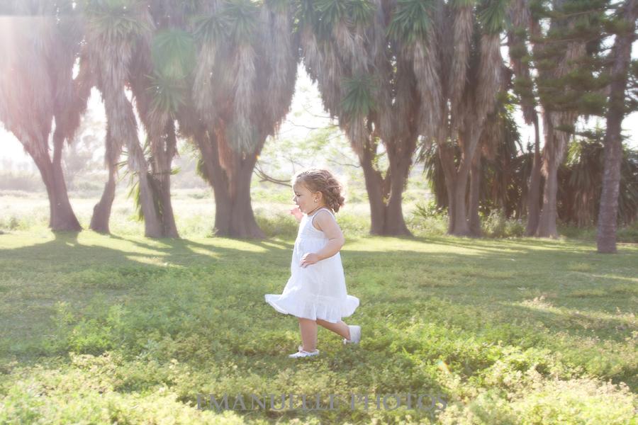 Foto para album en málaga niña corriendo en el campo