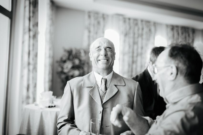 hombre durante el banquete de boda en malaga