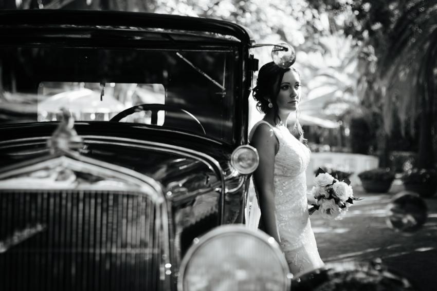 boda con un coche antiguo