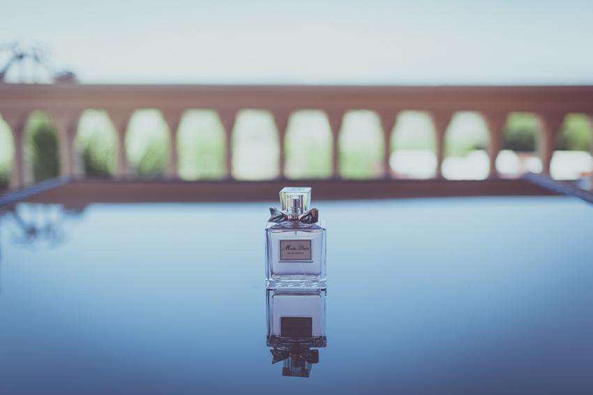detalle de perfume de novia