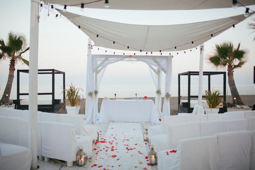 altar frente de la playa para una boda al aire libre