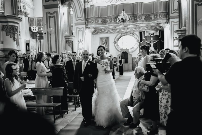 entrada de la novia en la iglesia santiago apostol de málaga