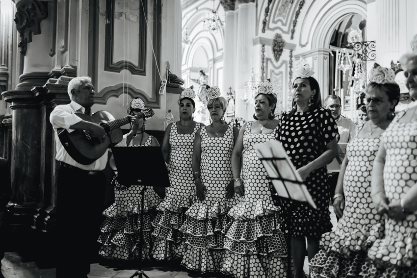 coro flamenco en al boda cantando canciones típicas de málaga