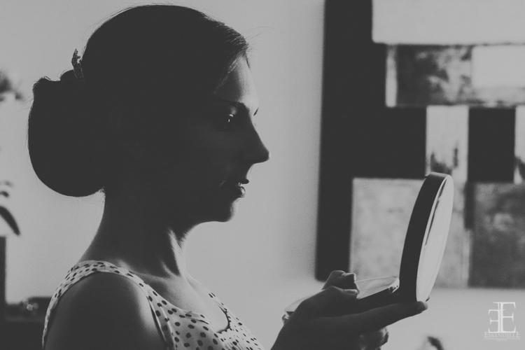 fotografía artística retrato de novia adelante del espejo