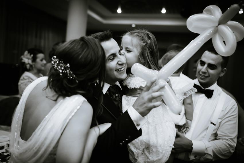 momento divertido durante el día de la boda