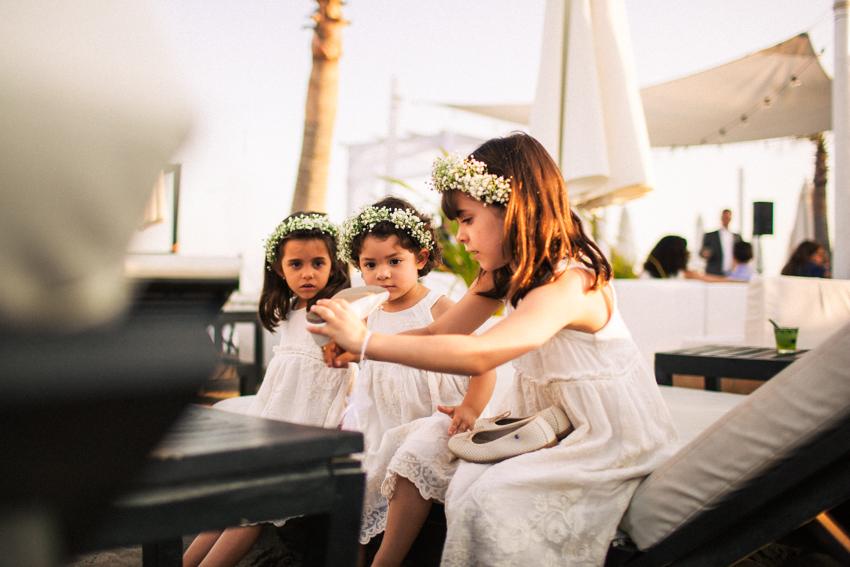 momento divertido durante la boda en el purobeach