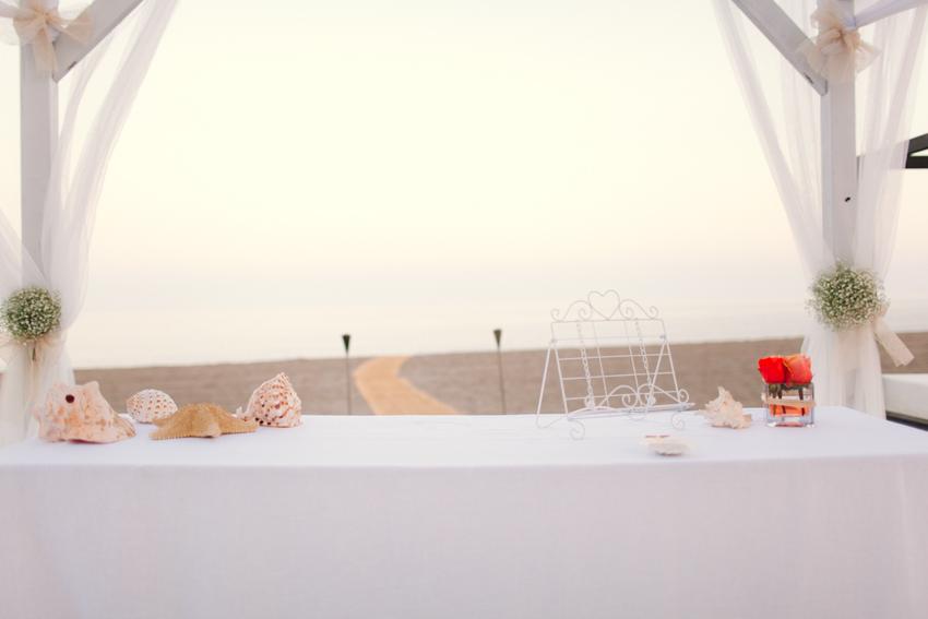 idea original del altar en una boda en la playa