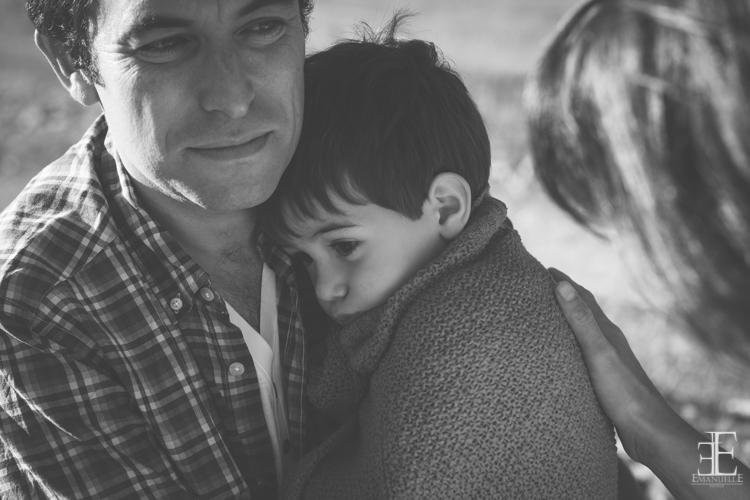 foto emotiva padre hijo en el campo reportaje
