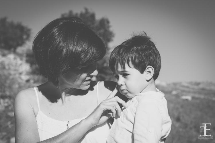Reportaje madre con su hijo en reportaje de boda málaga granada Emanuelle
