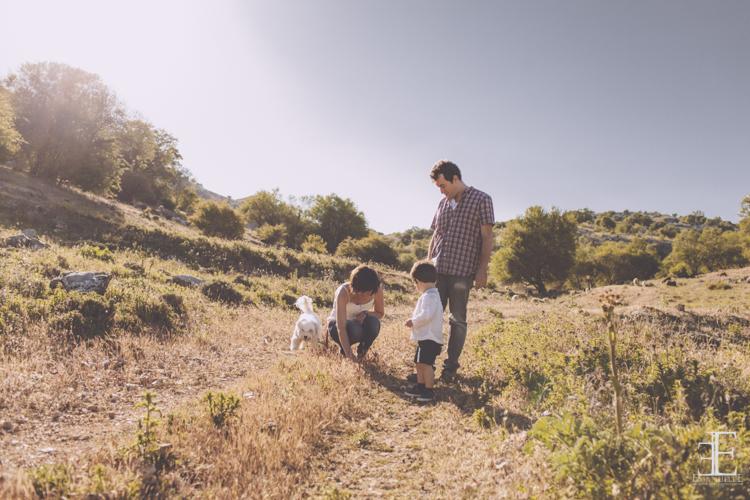 fotografía en el campo familia en la sierra con emanuelle photos